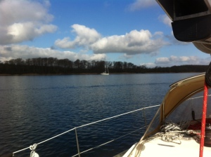 båd ved anker i Alssund
